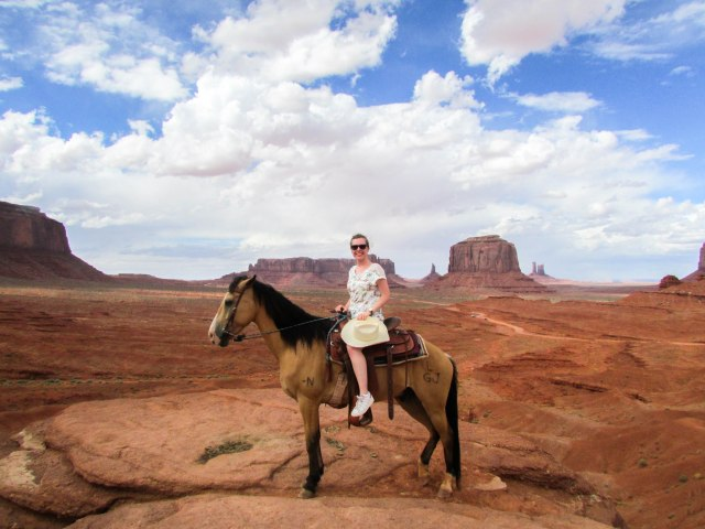 monument-valley-usa-westcoast-navajos-western-cowboy-horse